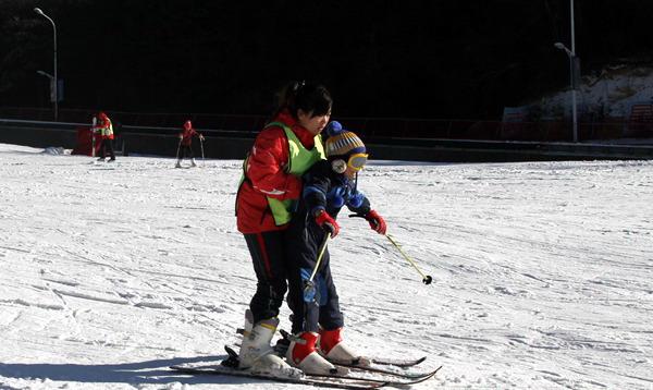 大围山滑雪场请教练费用要多少钱,是怎么算的