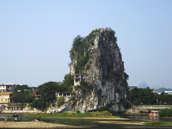 风景迷人;游览大自然艺术之宫【芦笛岩】(约60分钟),洞内钟乳石奇石磷