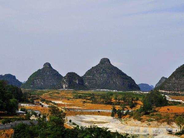 长沙到贵州黄果树瀑布、双乳峰、马岭河大峡谷、贵阳高铁四日游