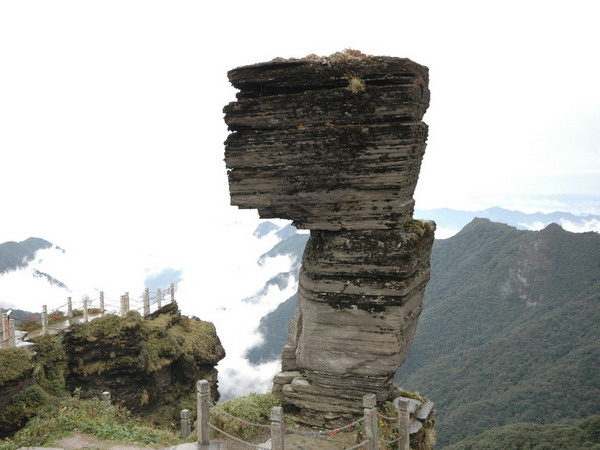 长沙到凤凰古城、神秘湘西、贵州梵净山汽车三日游旅游团