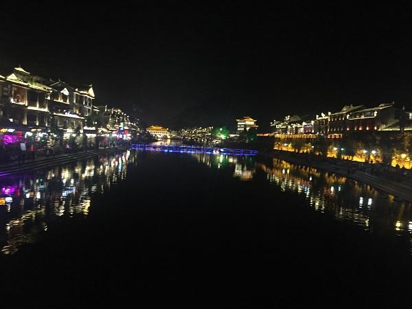 冬天到凤凰古城旅游要多少钱
