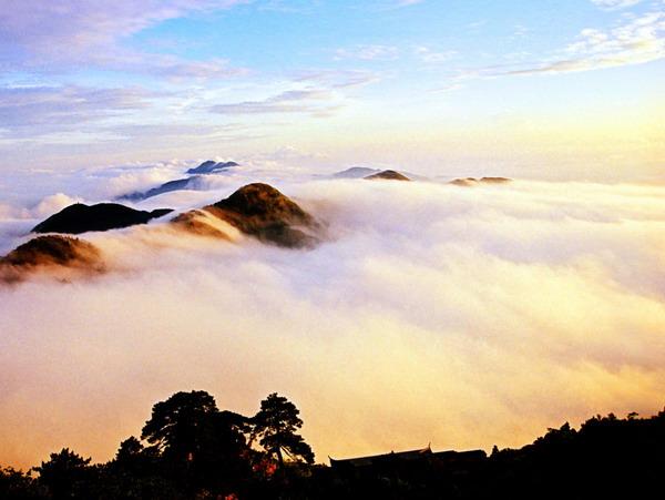 南岳衡山景区开放时间?南岳衡山游客中心晚上开门吗?晚上爬衡山要买门票吗?