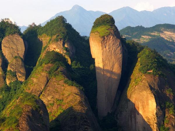 从长沙到崀山、武冈双飞三日游品质旅游团(辣椒峰、八角寨、