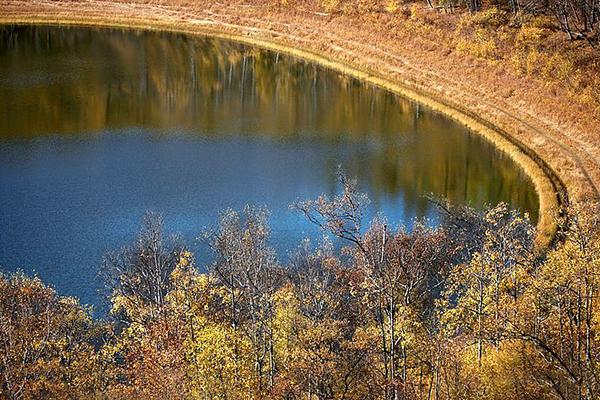 吉尔果山月亮天池