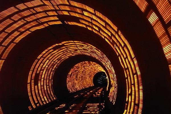 上海 外滩观光隧道