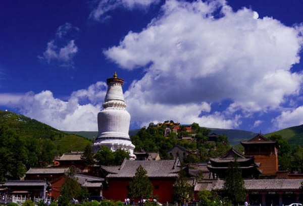 五台山<a href=http://www.97616.net/vjingdian_2029.html>菩萨顶</a>