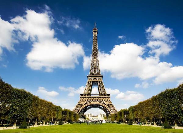 法国巴黎埃菲尔铁塔是以什么命名的