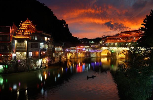 长沙到凤凰古城九景、神秘湘西、贵州梵净山汽车三日游旅游团