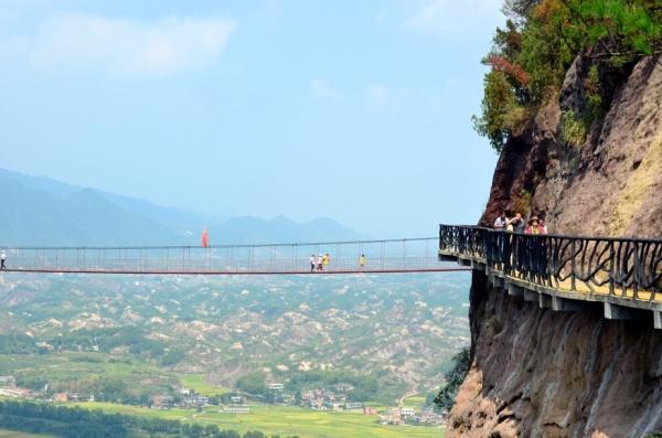 长沙到平江石牛寨玻璃桥+地质博物馆一日游旅游