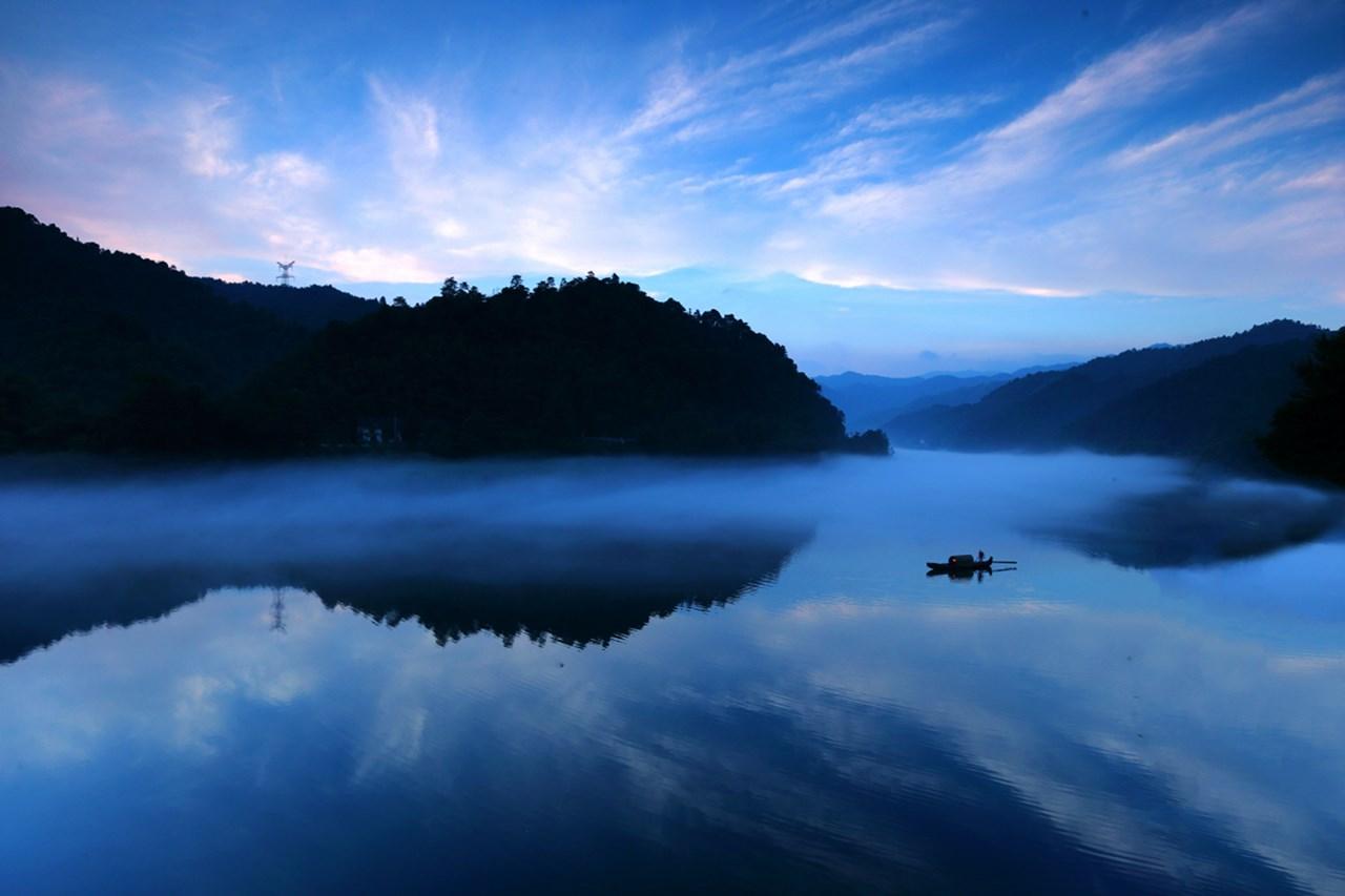 长沙到郴州东江湖、雾漫小东江、高椅岭、永兴银楼、板梁古村二日游