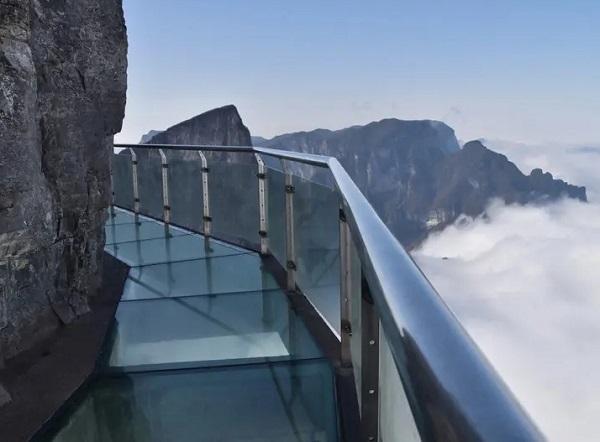"""晚班yabo亚博体育app下载到张家界、袁家界、天子山、天门山、矮寨大桥、凤凰古城湘西""""精华"""