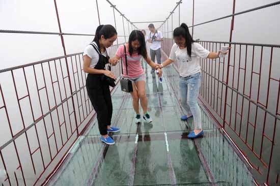 平江石牛寨玻璃桥
