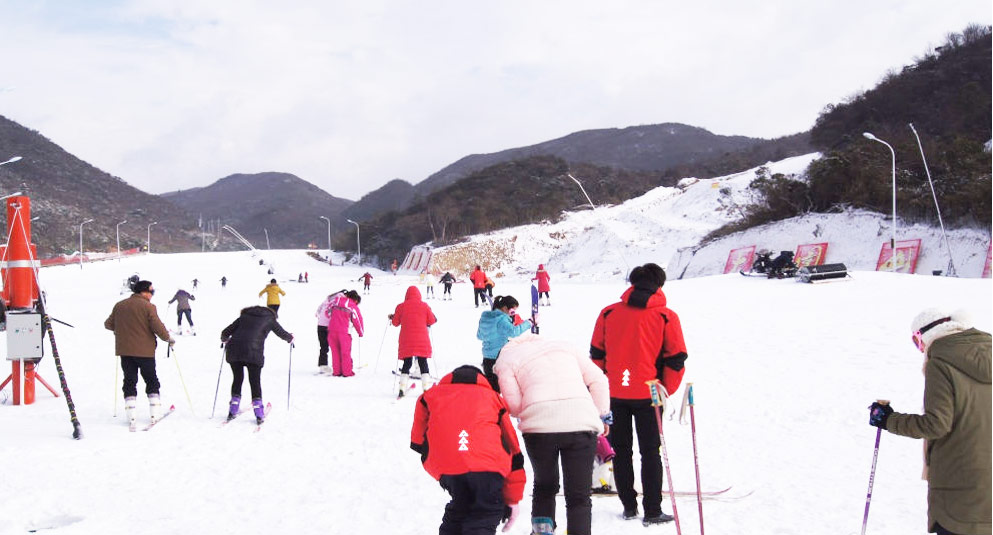 冬天长沙周边去哪里玩?冬季滑雪不用去北方,就去浏阳大围山野外滑雪场