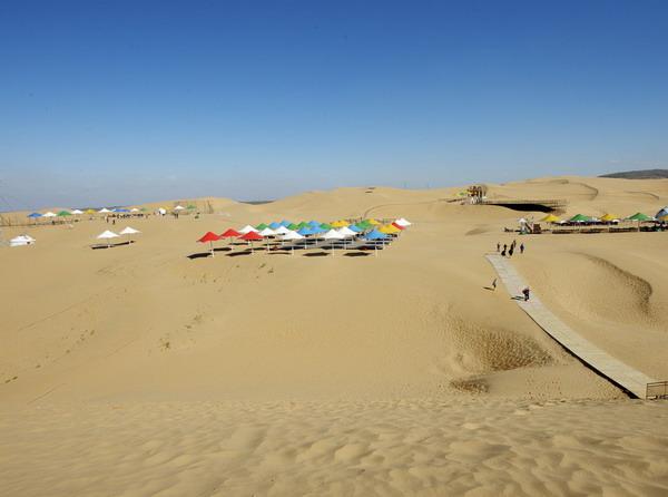 从长沙到内蒙古苏泊罕大草原、成吉思汗陵、响沙湾、康巴什双飞五天风情旅游