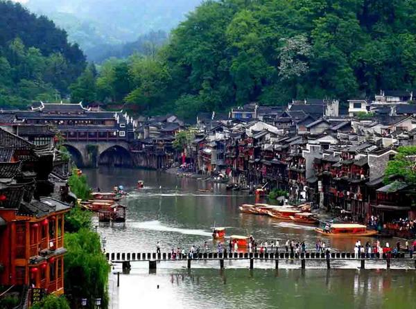 长沙到凤凰古城、矮寨大桥篝、火晚会二日游团购品质纯玩旅游团