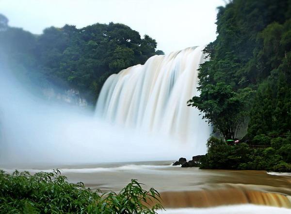 从长沙到贵州黄果树瀑布、百里杜鹃、夜郎洞五日游精华旅游