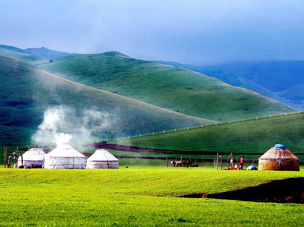 长沙到内蒙古希拉穆仁草原-库布其沙漠-呼和浩特双飞4日游特价旅游