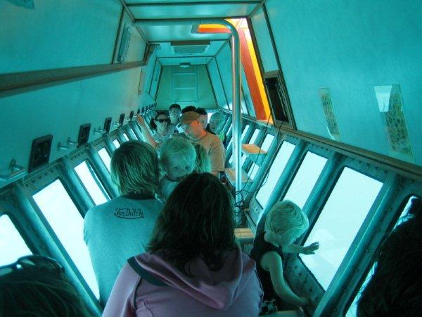 南湾玻璃底船