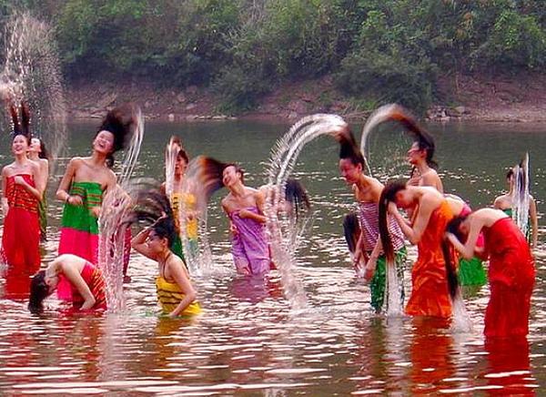 西双版纳傣族泼水节的起源_傣族泼水节的来历