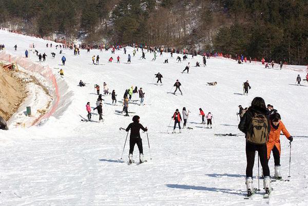 长沙到浏阳大围山野外滑雪一日游(大围山滑雪场一日游团购平日398元/周末428元)