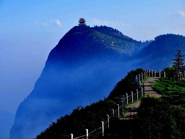 【美食之星】长沙到峨眉山(全山)、乐山、九寨沟、黄龙、成都双飞8天旅游