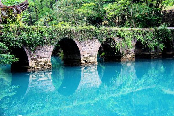 长沙到贵州黄果树瀑布、荔波大小七孔、贵阳高铁五日游(全程湖南自组旅游团