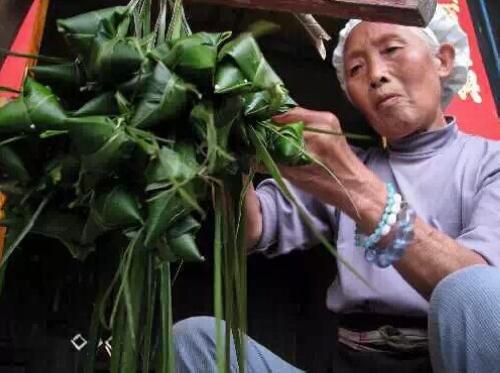 张家界湘西人老绝活六:包粽子
