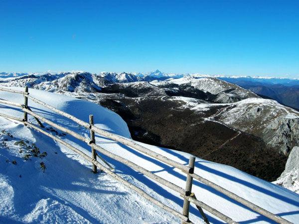 香格里拉石卡雪山海拔多少