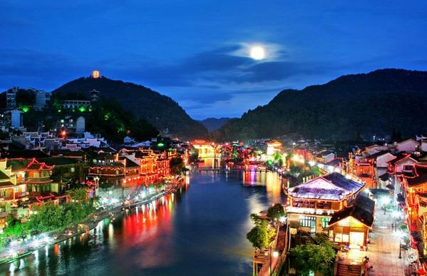 三月中下旬去凤凰古城旅游好玩吗?