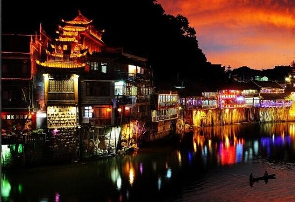 湖南凤凰古城好玩吗?凤凰古城有什么好玩的旅游景点?