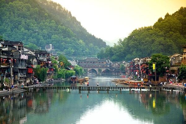 到凤凰古城旅游一年中什么时候去最好