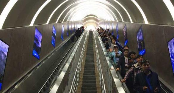 张家界天门山开通全球首条山体隧道电梯 天门洞底直达山顶