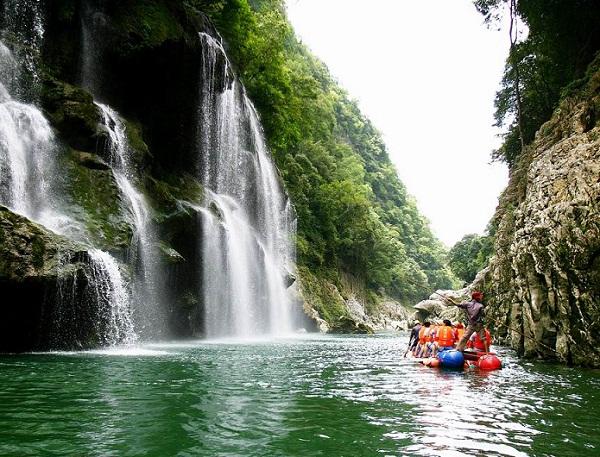 晚班yabo亚博体育app下载到张家界天门山、猛洞河漂流汽车三日游旅游团