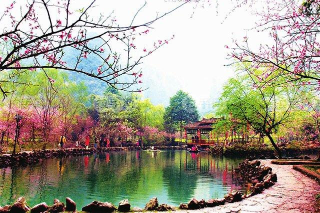 长沙到吉首乾州古城、湘西矮寨大桥、边城茶峒、酉阳桃花源汽车三日游