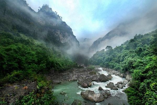 长沙到贵州黄果树瀑布、多彩贵州风表演、龙宫、青岩古镇、南江大峡谷高铁四