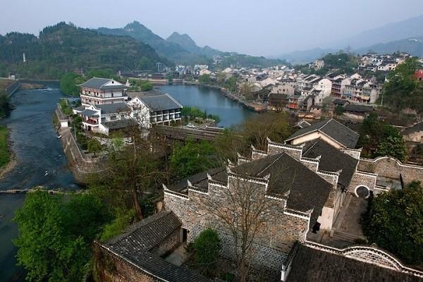 重庆秀山到边城洪安古镇有多远?要多长时间?