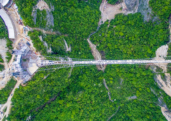 D3线:长沙到张家界大峡谷玻璃桥、张家界国家森林公园、夯吾苗寨、凤凰365bet送体验金汽