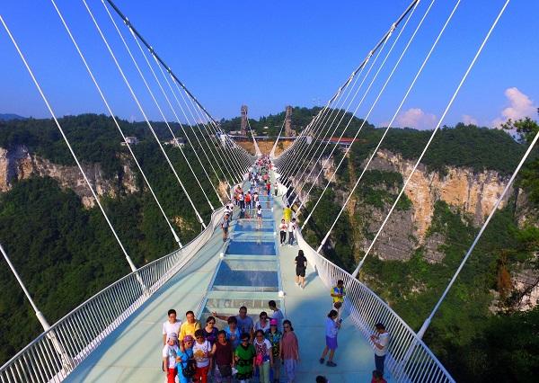 <a  data-cke-saved-href=http://www.97616.net/vjingdian_4766.html href=http://www.97616.net/vjingdian_4766.html>张家界大峡谷玻璃桥</a>