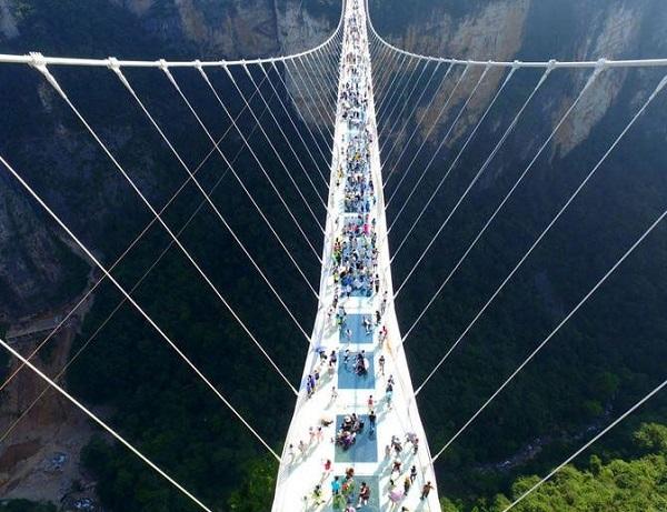 张家界大峡谷玻璃桥开放 门票提前一天预约 火爆程度堪比春运