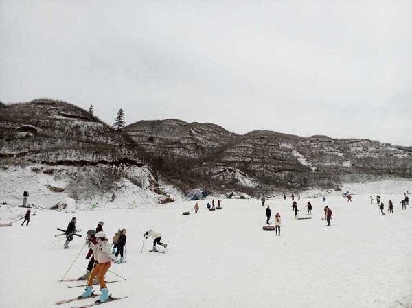 长沙到江西铜鼓七星岭野外滑雪场一日游