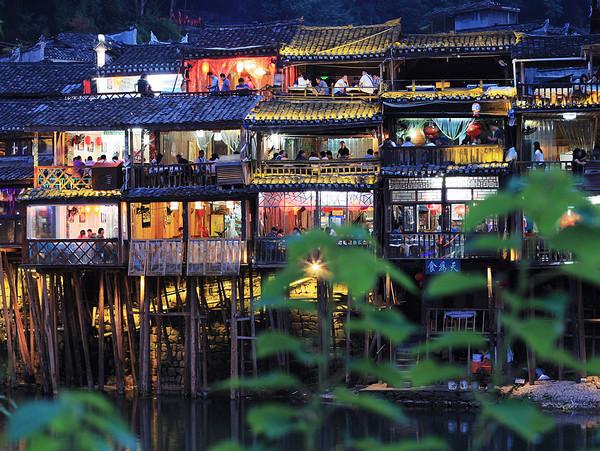 长沙到凤凰古城玩两天怎么安排旅游路线?