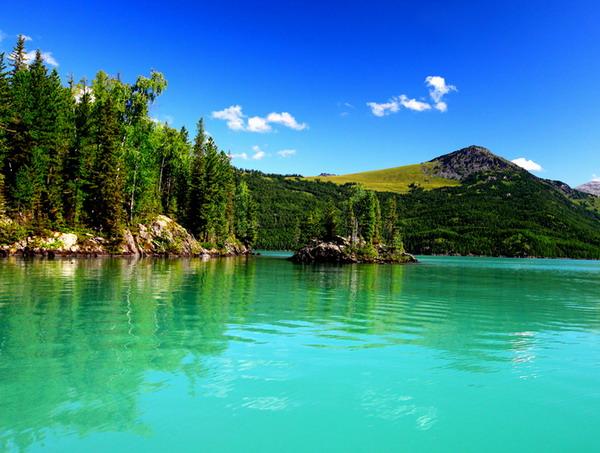 新疆<a href=http://dinosauron.com/vjingdian_608.html>喀纳斯湖</a>图片