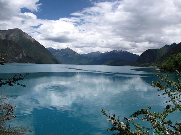 <a href=http://www.97616.net/vjingdian_641.html>巴松措湖</a>图片