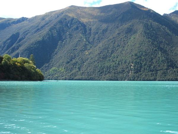巴松措湖图片
