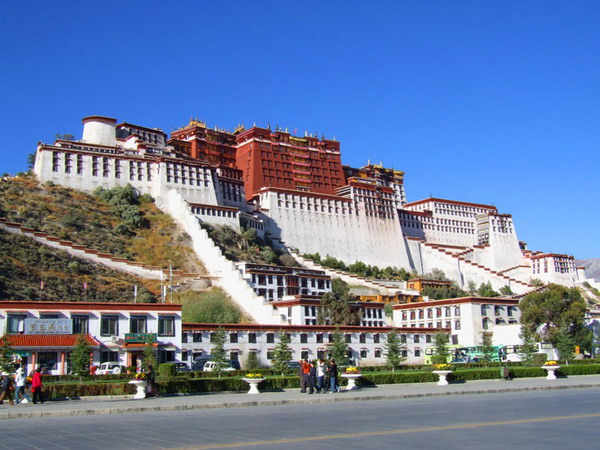 yabo亚博体育app下载到西藏旅游怎么走最方便划算?yabo亚博体育app下载到西藏拉萨坐火车还是坐