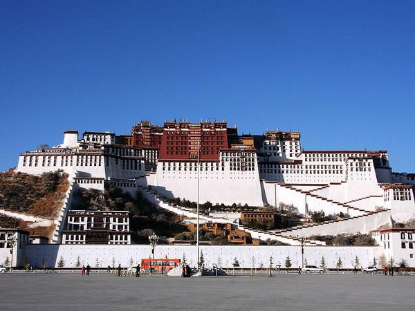 8月份适合去哪里旅游:西藏拉萨 让灿烂阳光触摸心灵