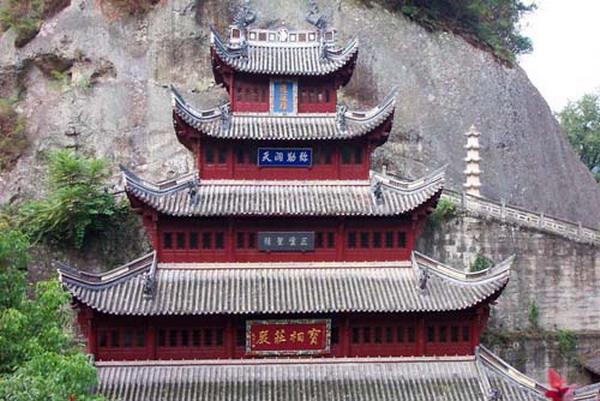 大佛寺位于新昌\