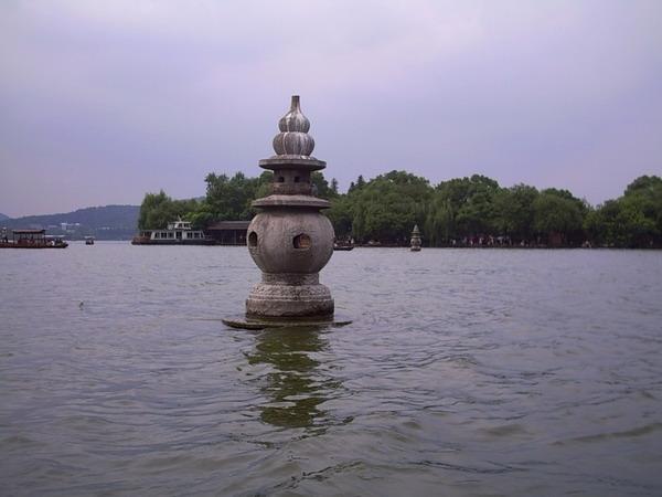 西湖三潭印月图片